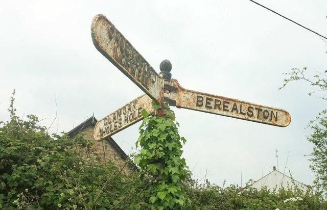 Signpost, Bere Ferrers