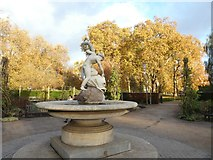 TQ2879 : Boy and Dolphin statue, Hyde Park by David Smith