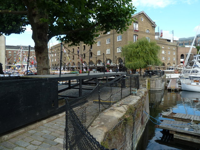 St Katharine Docks - Telford footbridge