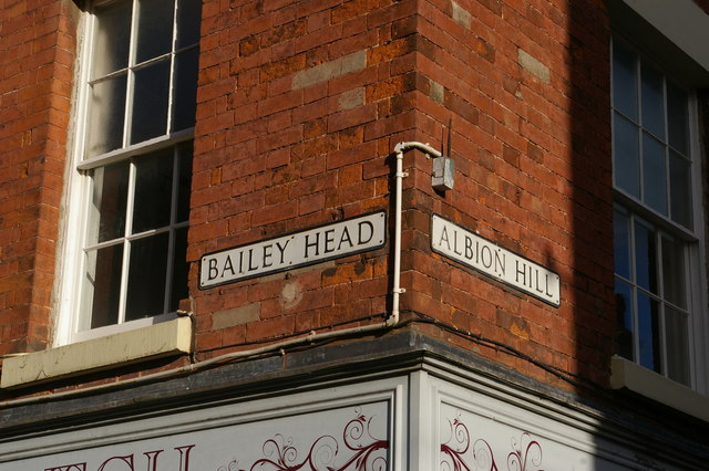 Oswestry: street signs at the junction of Bailey Head and Albion Hill