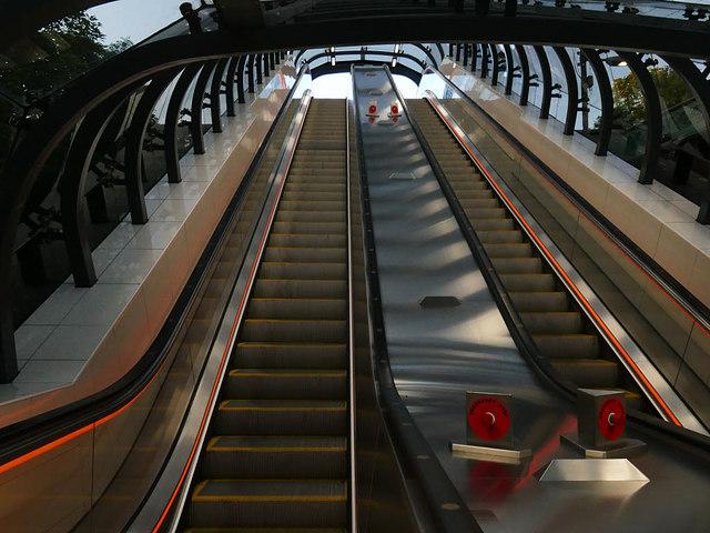 Escalators to Kelvinbridge subway station, inside
