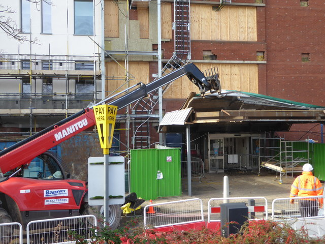 Worcestershire Royal Hospital - canopy demolition