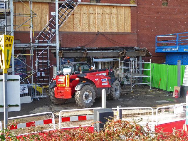 Worcestershire Royal Hospital - canopy demolition