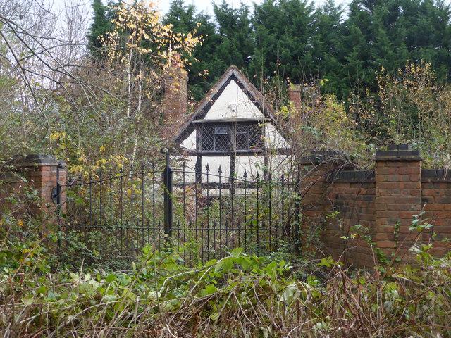Abandoned looking house near Trotshill Lane East