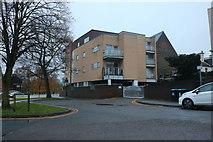 TL0506 : Flats on Cotterells, Hemel Hempstead by David Howard