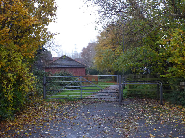 Gate at the end of Fielden Row, Harley-Warren