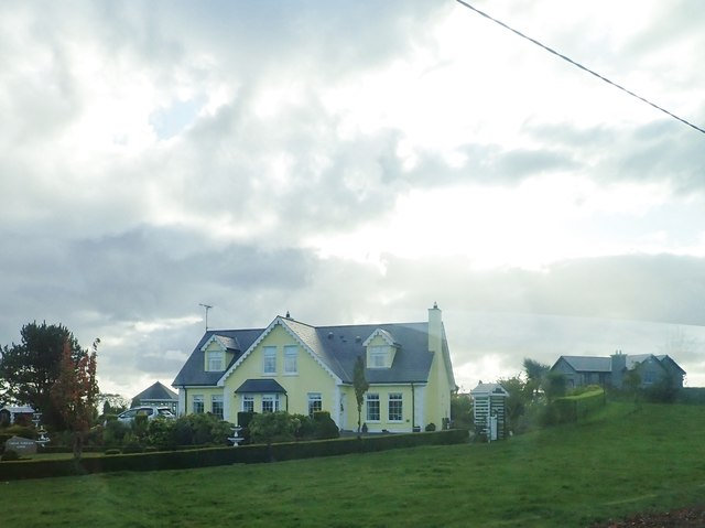 Houses on the south side of the R173 in Castlecarragh TD