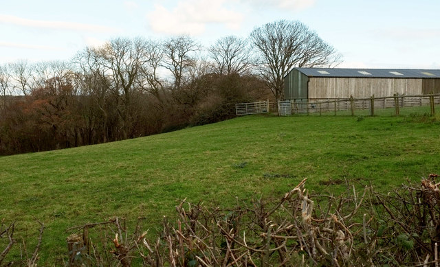 Barn near Eastwood Cross
