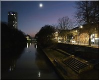 SK5803 : Grand Union Canal in Leicester by Mat Fascione