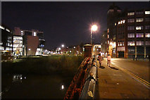 SK5803 : Mill Lane bridge crossing the Grand Union Canal, Leicester by Mat Fascione