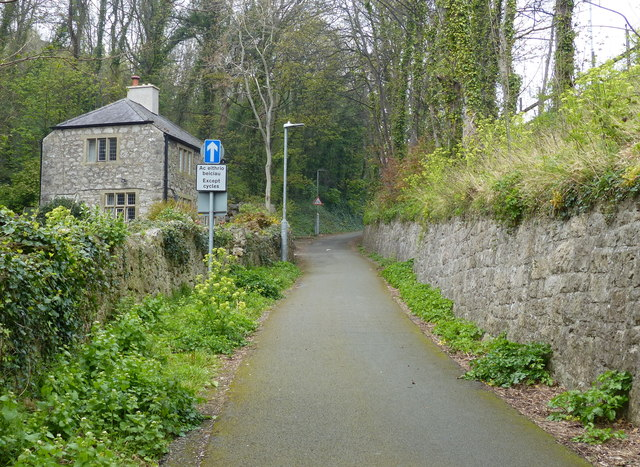 North Lodge along National Cycle Network Route 5
