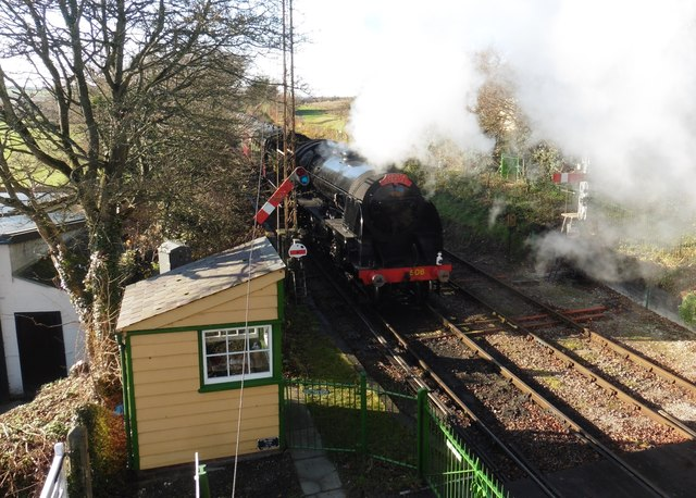506 passes Ropley with a 'Santa Special'