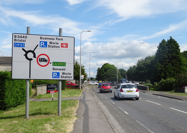 New Bristol Road (B3440), Worle approaching roundabout