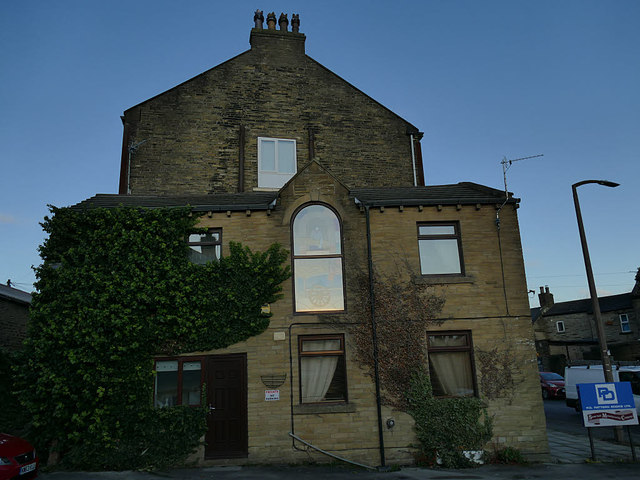 House with arched window, Stone Hall Road, Eccleshill