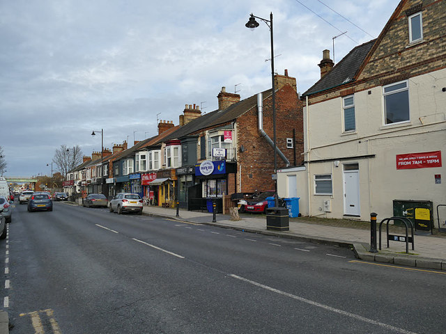 Shops near the south end of Newland Avenue, Hull