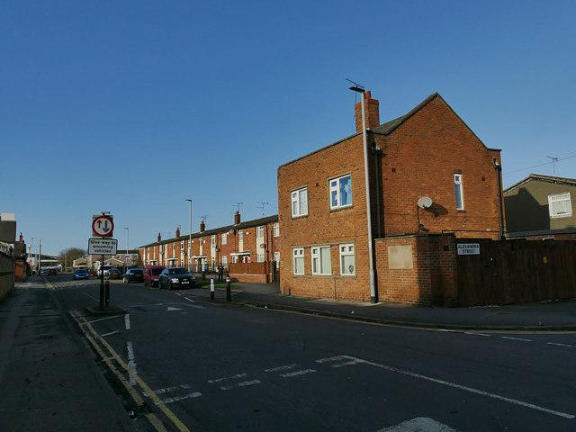 Vehicle priority signs, Londesborough Street, Hull