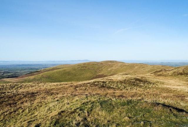 Grassy ridge north from Low Fell