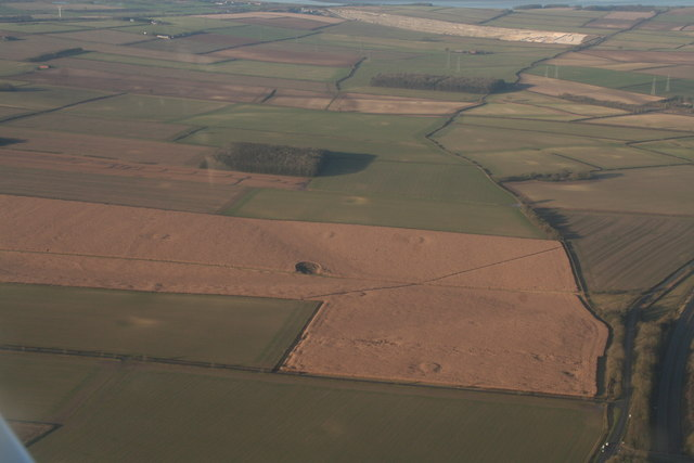 Cropmarks on Saxby Wolds: aerial 2019 (1)