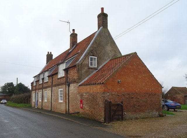 Cottages on East Street, Holme on the Wolds