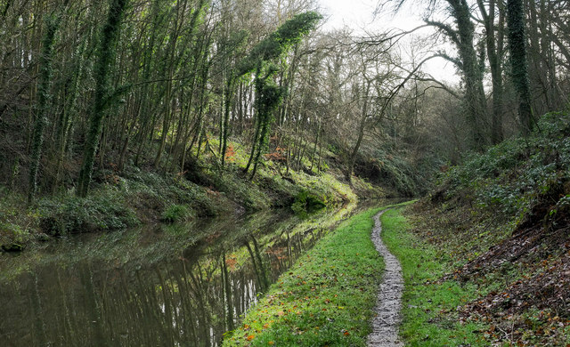 Canal passing through cutting