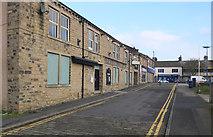 SE1039 : Queen Street, Bingley by habiloid