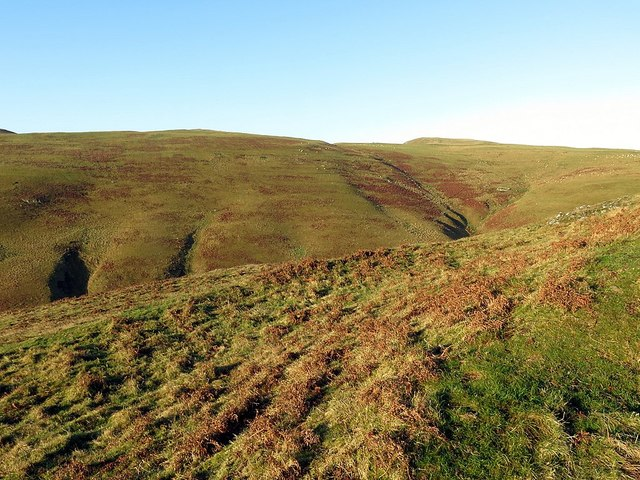 Western ramparts of hillfort, Camp Knowe