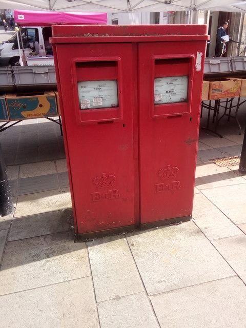 A pair of type G EIIR pillar boxes on the High Street, Bangor