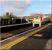 SS7597 : Manchester Piccadilly train entering Neath station by Jaggery
