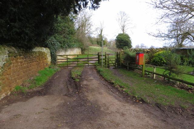 Public footpath to Earls Barton