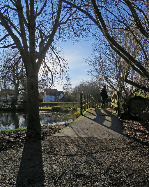 Saffron Walden: the footbridge at Swan Meadow Pond