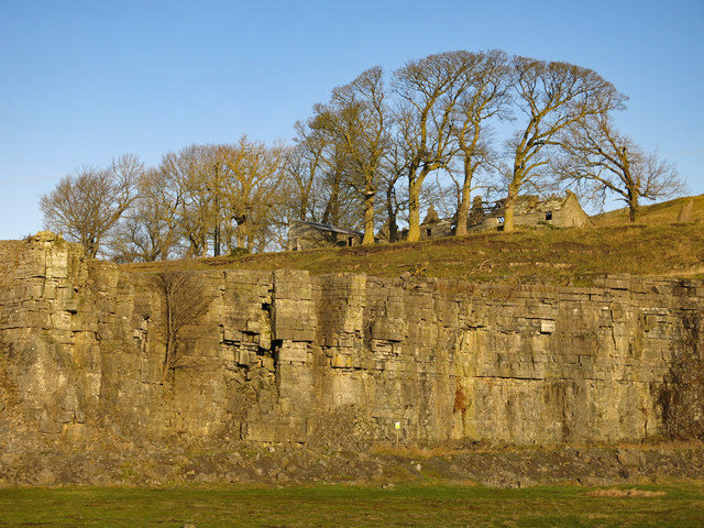 Harrowbank Quarry (disused) below High Farm (2)