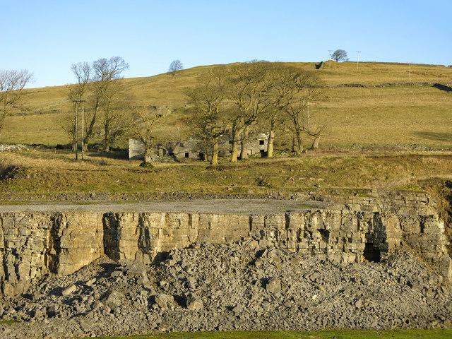 Harrowbank Quarry (disused) below High Farm (5)