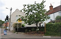 SU5766 : Bath Road, Woolhampton by David Howard