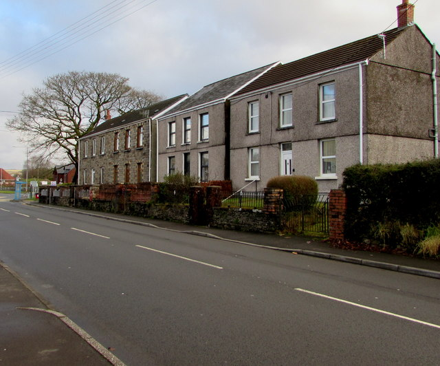 Houses on the east side of Dulais Road, Seven Sisters