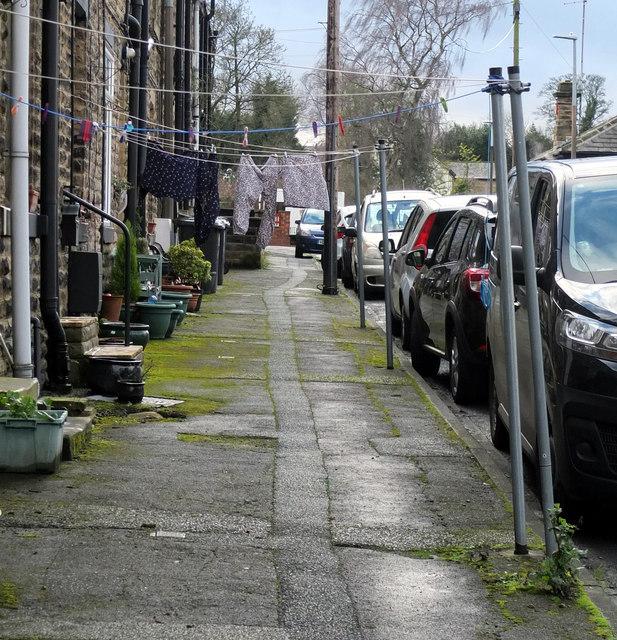 Washing lines, Headlands Street, Liversedge by habiloid
