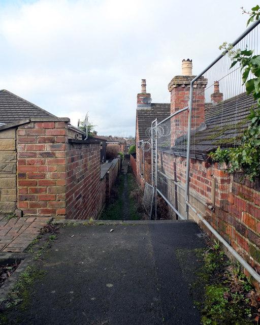 Path between Headlands Road and Leeds Road, Liversedge