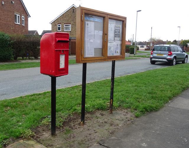 Elizabeth II postbox on Galfrid Road, Bilton