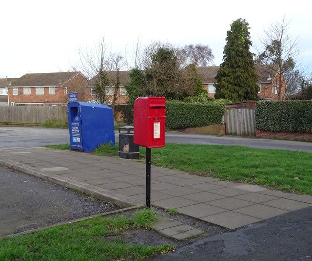 Elizabeth II postbox on Church Lane, Thorngumbald