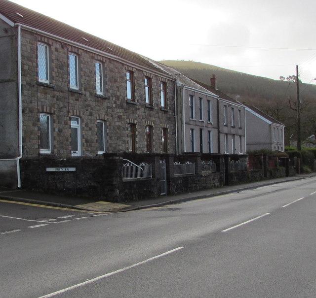 Dulais Road houses, Seven Sisters