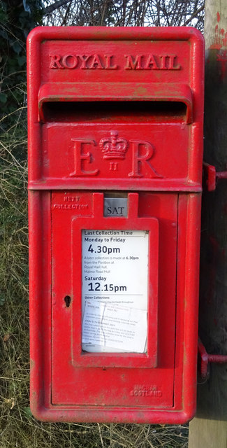 Close up, Elizabeth II postbox on the A1033, Bridge Bungalows