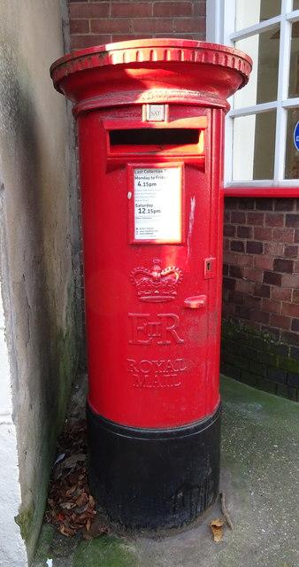 Elizabeth II postbox on Market Place, Hedon