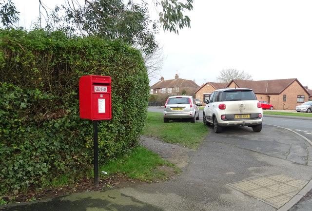 Elizabeth II postbox on Weghill Road, Preston