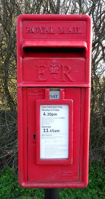 Close up, Elizabeth II postbox on Cleeve Road, Hedon
