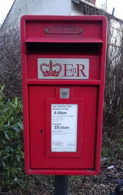 Close up, Elizabeth II postbox on Hull Road, Salt End