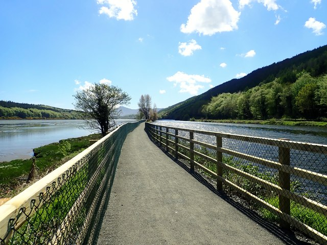View South along the Newry Greenway in the direction of Victoria Lock