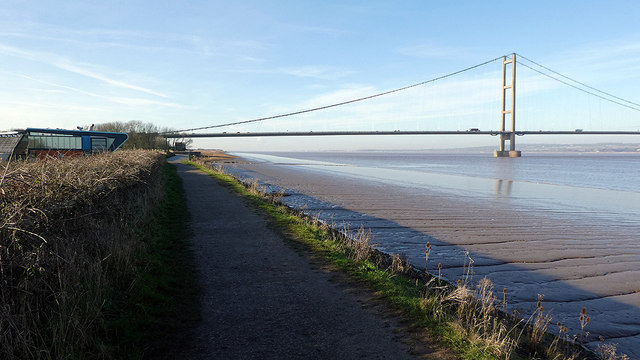 Footpath between Waters Edge Country Park and the Humber