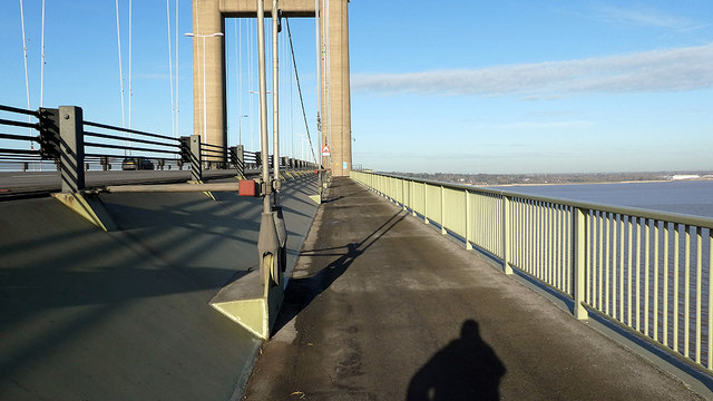 Approaching the south support towers on the Humber Bridge
