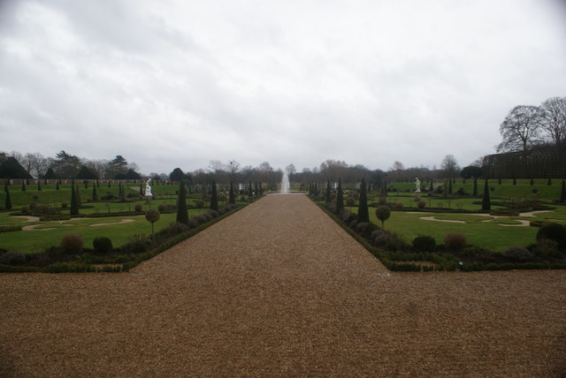 View of the fountain in the Privy Garden
