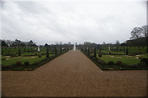TQ1568 : View of the fountain in the Privy Garden by Robert Lamb