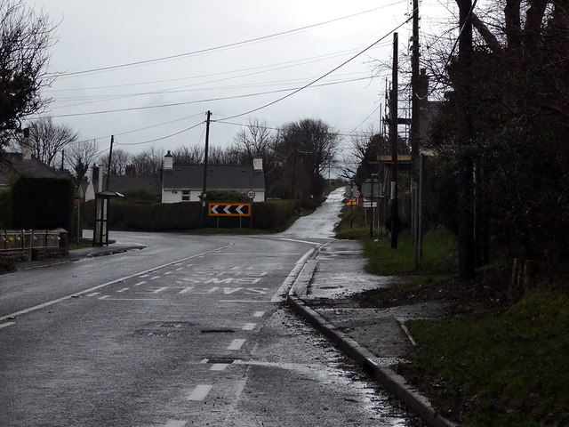 The A487 road running through Plwmp